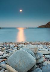Cadaques (Uap Creacions) Tags: moonlight canon cadaques landscape sea rock paisatge catalonia catalunya lights night nature beach