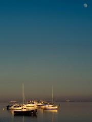la vigia (puesyomismo) Tags: blue sunset sea sky mer moon water azul lune atardecer mond boat mar agua eau meer wasser barco sonnenuntergang himmel luna bleu ciel cielo blau bateau schiff coucherdesoleil