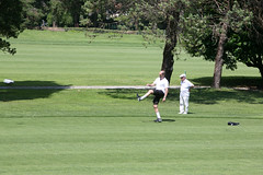 025 (patrizia lanna) Tags: persone albero allenatore buca calcio campo esterno footgolf giocatore gioco golf luce memorial movimento natura palla panorama parco prato verde rapallo italia