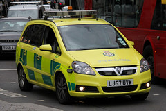London Ambulance Service Vauxhall Zafira Rapid Response Vehicle (PFB-999) Tags: las colour london ambulance nhs leds service grilles vauxhall mpv the zafira 2016 lightbar trooping fendoffs lj57uvw