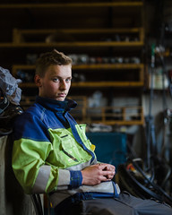 ajoneuvoasentaja - vehicle mechanic (sikaheimo) Tags: mechanic portrait person available light availablelight canon 6d sigma art 5014 50mm 50 14 f14