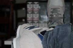 Jovenes con talento que luchan por lo que sienten. (guillerc123) Tags: new blue azul grey gris sticker laptop obey nb jeans balance pegatina swag portatil 373 baqueros