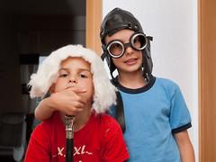 _P8110353_cut (daniel kuhne) Tags: kids pen tim crazy funny indoor olympus tobi ep1 verkleidung flashlamp