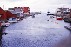 61 Hellesøy (M. SCHULZ) Tags: exa 1b canon 9000f kodak farbwelt 400 analog norwegen 35mm hellesøy film norway norge ihagee iso analogue