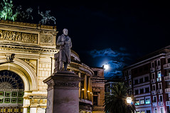 "e la luna ""spunt""... (Peppis) Tags: night nikon sicily palermo sicilia nationalgeographic peppis nikoniani nikond7000 nikonclubit"