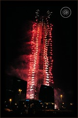 Dubai, United Arab Emirates (Wioletta Ciolkiewicz) Tags: city building tower night dubai fireworks uae ciudad newyear arabic stadt highrise emirate unitedarabemirates ville citt zea miasto budynek  duba vereinigtearabischeemirate wieowiec budowla  dubaj emiratiarabiuniti zjednoczoneemiratyarabskie  emiratosrabesunidos wiolettaciolkiewicz