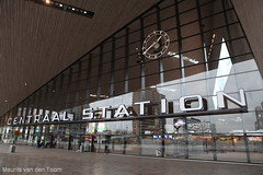 I've seen that (type)face before (Maurits van den Toorn) Tags: clock window glass station rotterdam gare eingang text entrance bahnhof ramen letter lettering horloge centraalstation glas klok typeface ingang uhr gevel tekst rotterdamcentraal typografie areversed