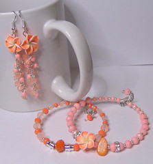 Peach (klio1961) Tags: flowers beautiful arcoiris diy beads rainbow handmade spirals unique oneofakind daily fimo gifts clay bracelet faux earrings imadethis everyday charms madebyme authentic imadeit artesania pardo cernit vividcolors polymer abalorios joyas pulseras hechoamano arcillapolimerica xantres nicelittlethings skoularikia kosmimata braxiolia xeiropoiito vraxiolia