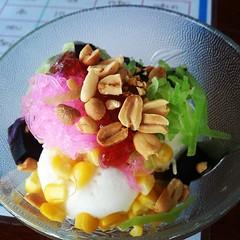 ไอศกรีมลุงชม นานแล้วที่ไม่ได้กิน   #กะทิ #ชาเขียว #ซาหริ่ม #ข้าวโพด #เฉาก๊วย #ฟักเชื่อม #อร่อย #อ้วน
