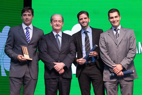 José Hélio Fernandes (NTC&Logística) com os jornalistas Gustavo Costa, Rafael Gomide e Jésus Mosquéra