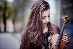 Outdoor Portrait (ByBloo!) Tags: portrait people girl canon munich 85mm naturallight violin