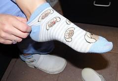 Mina 10 (J.Saenz) Tags: woman feet socks foot mujer shoes sandals zapatos pies clogs slides pieds slippers scarpe sandalias calcetines wedges shoefetish zuecos cua fetichismo shoeplay podolatras