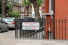 Upmarket Fence! (RiverCrouchWalker) Tags: street trees london cars sign fence buildings pavement streetname royalboroughofkensingtonandchelsea fencefriday happyfencefriday