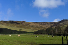 L1013944 (Frode Hovelsaas) Tags: sun spring district voigtlander peak valley edale leicam9p