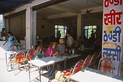 Breakfast at the dhaba, Mandi to Kullu (Niall Corbet) Tags: india mandi dhaba