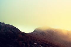 amanecer (betho itinerante) Tags: naturaleza color luz sol sombra paisaje viento dia amanecer cielo nubes contraste montaa neblina fro sombras frio texturas rocas altura horizonte lineas brillo cresta rayosdesol volcn planos