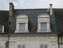 Pontlevoy, Loir-et-Cher (Marie-Hlne Cingal) Tags: windows france twins centre ventanas janelas fentres finestre pontlevoy loiretcher twozweideuxduedva2