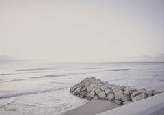 Calma al amanecer (:) vicky) Tags: beach water valencia agua playa olympus amanecer olas espign visionario patacona olympusdigitalcamera vickyepla flickrvicky