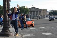 Dans les rues de Paris (Sandrine Ducros) Tags: paris place concorde assemblenationale selfie tourist