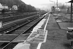 Bahnhof Kall (schwarzgrauweiss) Tags: schnee winter kodak tmax eifel 100 vogelsang kall truppenbungsplatz abgelaufen schwarzweis wollseifen