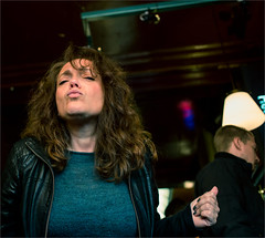 Kiss Me Quick (zilverbat.) Tags: wild portrait people woman bar canon photography cafe expression candid streetphotography streetlife pancake stm innercity 40mm portret centrum alleycats expressie zwarteruiter straatfotograaf zilverbat