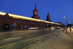 Oberbaumbrcke ... (Pascal Volk) Tags: berlin night nacht wideangle advertisement wa bluehour ww 16mm friedrichshain superwideangle oberbaumbrcke sww uwa blauestunde weitwinkel swa ultrawideangle uww ultraweitwinkel superweitwinkel amoberbaum oberbaumstrase berlinfriedrichshainkreuzberg