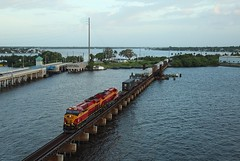 FEC 819 & 816, Stuart, 20 June 2016 (Mr Joseph Bloggs) Tags: railroad usa electric america train coast unitedstates general florida miami railway cargo stuart east jacksonville 121 ge bahn treno freight fec bowden es44c4 gees44c4