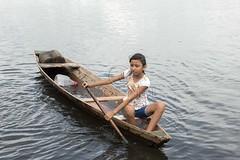 _TEF5679 (Edson Grandisoli. Natureza e mais...) Tags: rio menina jovem canoa remo amaznia remando ribeirinha cabocla regionorte