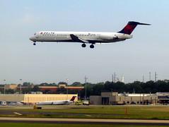 N962DL (redlegsfan21) Tags: atlanta lines airport atl air dal delta international douglas dl hartsfieldjackson mcdonnell md88 katl n962dl