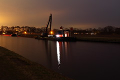 Lets work (Arjan Grendelman) Tags: light night work boat nederland ii tug kanaal barge channel duwboot baggerwerk canonef24mm14l duwbakken uitdiepen quotoverysselquot