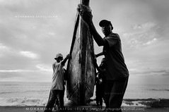 Together we win, together we shine (The Finest Soldier [Passionate Learner]) Tags: world africa blackandwhite bw young works worker uganda f28 entebbe nikond90 flickraward tokina1116mm worldofphotography mohammadsaiflislam saif1045gmailcom insightphotographyymailcom