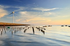 Scene at Zhang-Bing Coast (Vincent_Ting) Tags: sunset sea sky reflection beach water clouds nikon taiwan    windturbine crepuscularrays  d600       oysterfield    sandtrace vincentting