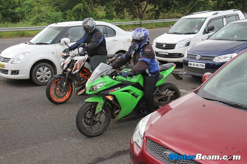 ktm duke 390 vs kawasaki ninja 300 shootout