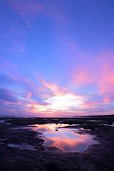 El espejo del tiempo.. (DaRox 2013) Tags: atardecer mar playa colores cielo nubes rocas reflejos
