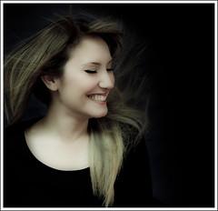 Sonrisa. (Javier Gasco Sos) Tags: portrait girl beauty canon eos photo mujer foto chica retrato 7d rubia bella
