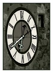 Zeitenverkehrt - Time-reversed (Walter A. Aue) Tags: clock austria österreich time reversed inverse niederösterreich autriche zeit uhr romantik freistadt loweraustria mostviertel digitallyaltered biedermeier stadtturm waidhofenanderybbs eisenstrase towntower seitenverkehrt stadtdertürme walteraaue eisenwurzn zeitenverkehrt spieldochunbekannteswaidhofenanderybbs