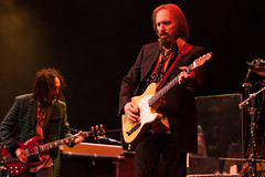 Tom Petty and The Heartbreakers (Mark Spowart - Photographer) Tags: music ontario canada london concert singing performance sing singer performer musican tompetty tompettyandtheheartbreakers theheartbreakers tompettytheheartbreakers travellingwillburys budweisergardens thetravellingwillburys
