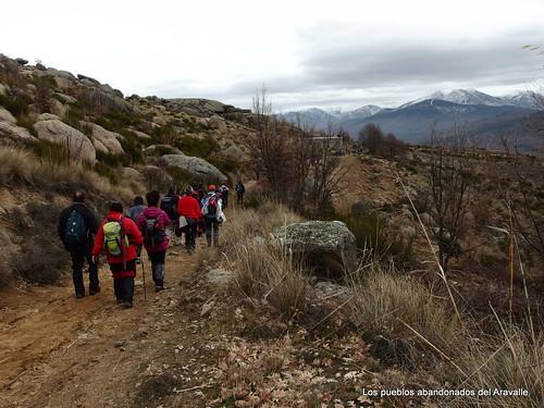 MARCHA-371-los-pueblos-abandonados-valle-de-aravalle-avila-senderismo (20)