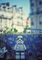 Clone graffiti (Mister Blur) Tags: paris 50mm graffiti starwars nikon day bokeh background blurred depthoffield stormtrooper shallow 18 clone petite 15me ceinture parisien d7100 maythefourthbewithyou