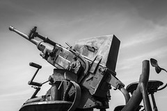 Bofors - Crisbecq (Remy Carteret) Tags: blackandwhite bw france canon eos blackwhite noiretblanc wwii nb worldwarii overlord ww2 mk2 5d canon5d normandie utha 40mm neptune normandy liberation dday worldwar2 mkii markii mark2 bofors jourj libration antiaircraftgun allis 661944 6644 dbarquement secondeguerremondiale 2eguerremondiale june44 batailledenormandie canoneos5dmarkii batailledefrance batteriedecrisbecq canonantiarien uthabeach crisbecq 5dmarkii canon5dmark2 juin44 oprationneptune 5dmark2 canon5dmarkii canoneos5dmark2 40mmbofors remycarteret rmycarteret neptuneopration antiaircraftgun40mm flugabwerrkanone flugabwerrkanone40mm batteriedesaintmarcouf batteriesaintmarcouf