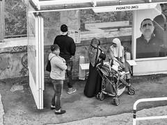Roma aprile 2016 - Pigneto (Maurizio Tattoni....) Tags: street blackandwhite bw italy roma bn persone biancoenero lazio attesa monocrome ilpigneto mauriziotattoni