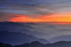 合歡山~雲彩映山巒~  Mt. Hehuan layer Sunset (Shang-fu Dai) Tags: 台灣 taiwan 南投 仁愛鄉 合歡山 主峰 3416m 3417m clouds sunset hehuan nikon d800 夕陽 landscape formosa afs2412mmf4 火燒雲 雲彩 戶外 風景 山 丘陵 雲