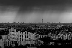 Berliner City im Regen ( aus 26.Etage) (Leos Pixel) Tags: berlin skylounge gropiusstadt