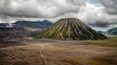 Bromo, Indonesia (pas le matin) Tags: voyage travel mountain clouds montagne canon indonesia landscape volcano asia southeastasia cloudy outdoor hill crater 7d asie nuages bromo batok volcan mountbromo indonsie canoneos7d