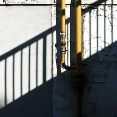 Vanne de scurit (Gerard Hermand) Tags: shadow paris france yellow wall jaune canon pipe ombre stairway handrail mur escalier tuyau rampe formatcarr eos5dmarkii gerardhermand 1606092148