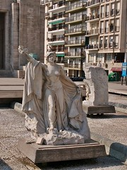 20150831_112531 (ElianaMarlen) Tags: arquitecture architecture street streetphotography photography rosario argentina sculpture art