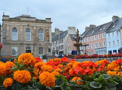 In the town of Jedburgh (Tony Worrall Foto) Tags: old uk flowers flower building architecture scotland town bed tour place bright north scottish visit tourist historic bloom visitors sunlit past built scots ruined pastime olden founded 12thcentury jedburgh scottishborders