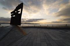 """""""Nordeste"""" de Joaqun Vaquero Turcios (CarlosConde/Photography) Tags: sea mar iron gijn sony 14 asturias escultura 28 cimadevilla joaqun nordeste vaquero hierro xido samyang turcios ilce7m2"""