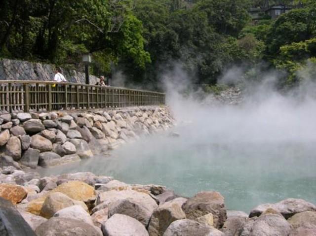 Suối khoáng nóng Bang (Quảng Bình)