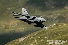 Panavia Tornado GR4 027 - Cad West (Steve Moore-Vale) Tags: wales plane airplane fly loop aircraft military low jet fast 7 aeroplane area bae lfa raf 027 mach britishaerospace machynlleth panavia warton marham lfa7